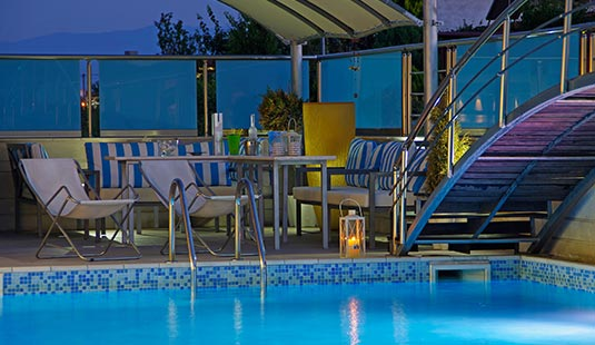 Swimming-pool-by-night3